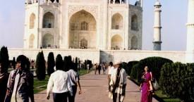Kishoreda & Leenaji at Taj Mahal